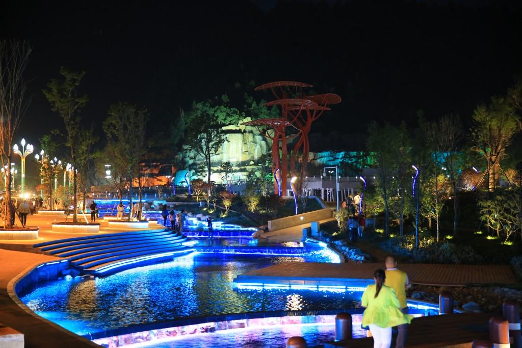 太白山国际旅游度假区夜景
