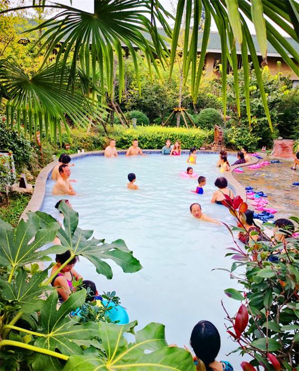 国庆假期第五天 太白山温泉倍受游客追捧