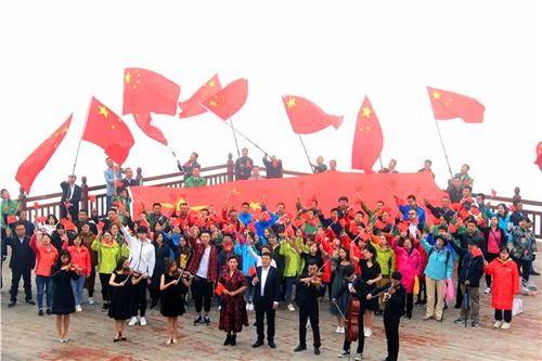 《我爱你中国》快闪唱响太白山