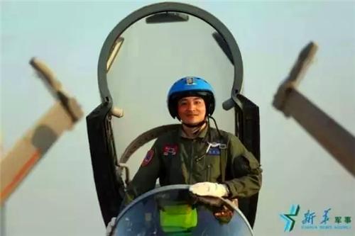 歼15战斗机飞行员张超,在性命攸关的4.4秒做出了这样的选择